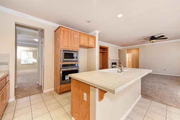 9905 West Taron Drive, Elk Grove, CA - USA (photo 5)