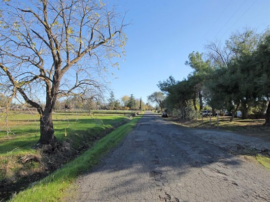9038 Osage Avenue, Sacramento, CA - USA (photo 2)
