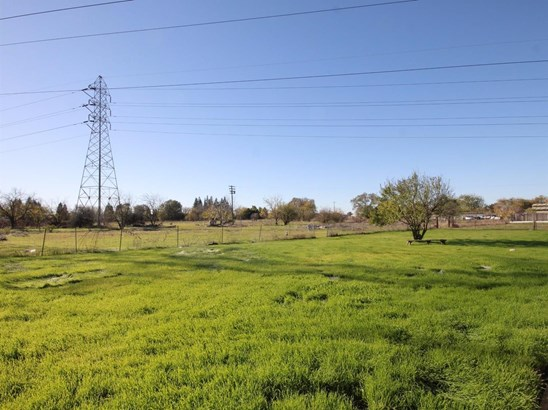 9038 Osage Avenue, Sacramento, CA - USA (photo 4)
