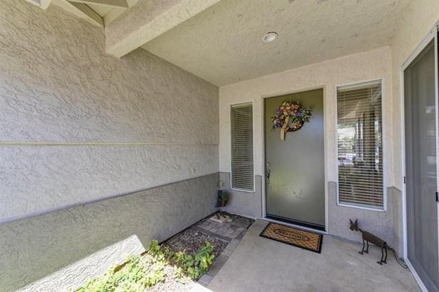 9517 Swanbrook Court, Elk Grove, CA - USA (photo 5)