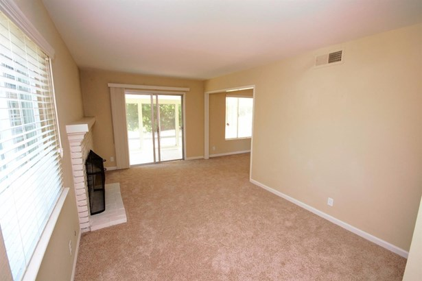 6048 Parkoaks Drive, Citrus Heights, CA - USA (photo 4)
