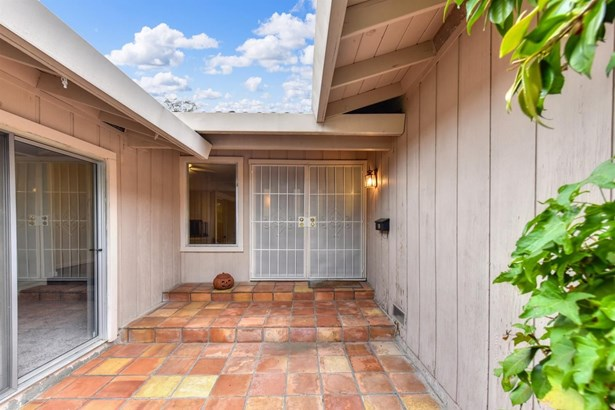 7900 Ridgely Court, Fair Oaks, CA - USA (photo 3)