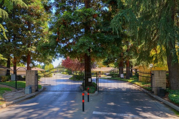 2014 University Park Drive Drive, Sacramento, CA - USA (photo 1)