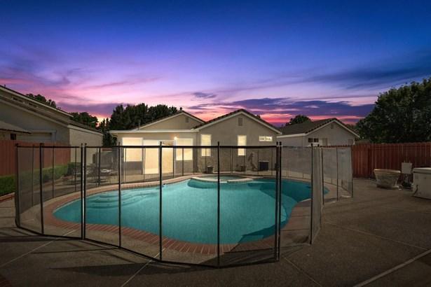 3120 West Sondiesa Court, Elk Grove, CA - USA (photo 2)