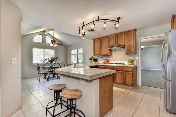 1330 Kingswood Drive, Roseville, CA - USA (photo 3)