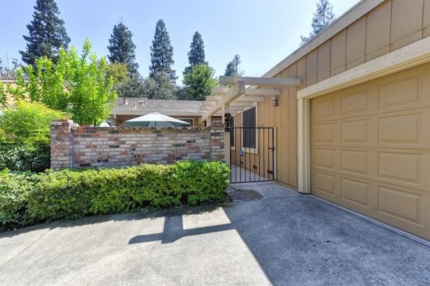 6472 Crosswoods Circle, Citrus Heights, CA - USA (photo 2)