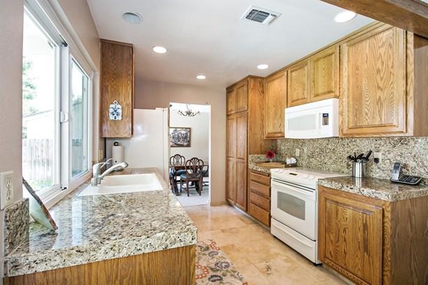 9241 Linda Rio Drive, Sacramento, CA - USA (photo 2)