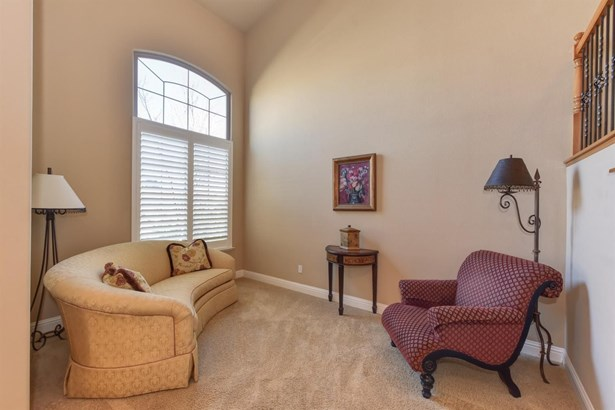 7106 Innes Court, Elk Grove, CA - USA (photo 4)