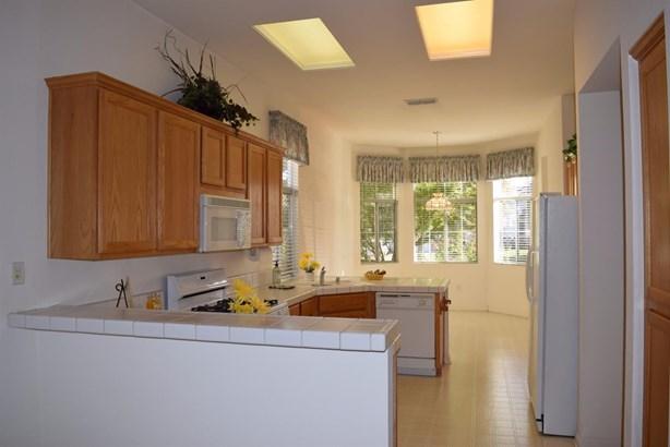 4845 Mount Rose Way, Roseville, CA - USA (photo 5)
