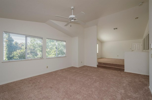 8830 Yarmouth Court, Elk Grove, CA - USA (photo 5)