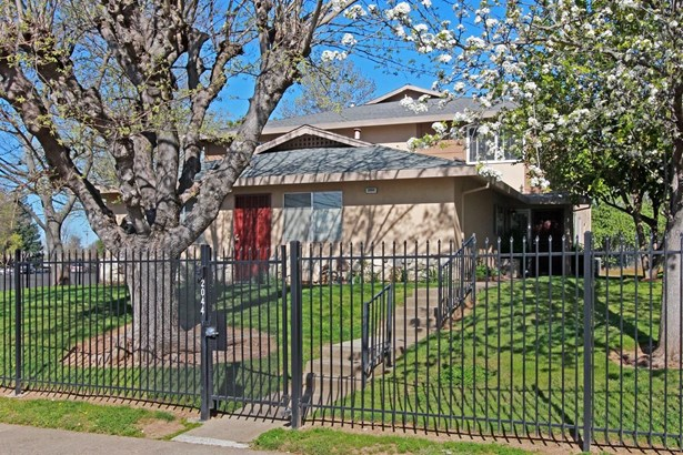 2044 Benita Drive 4, Rancho Cordova, CA - USA (photo 2)