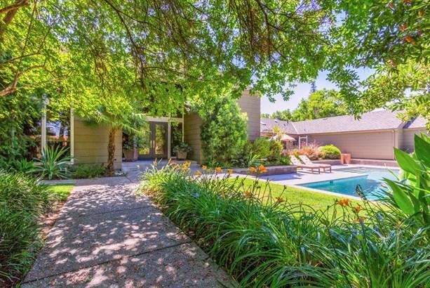 7556 N Charles Avenue, Fresno, CA - USA (photo 1)