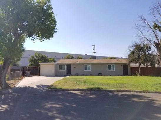 5565 E Garland Avenue, Fresno, CA - USA (photo 1)