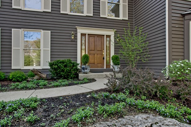 Colonial, 2 Stories - LAKE BLUFF, IL (photo 2)