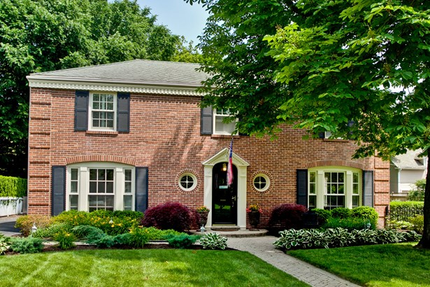 Colonial, 2 Stories - Lake Bluff, IL