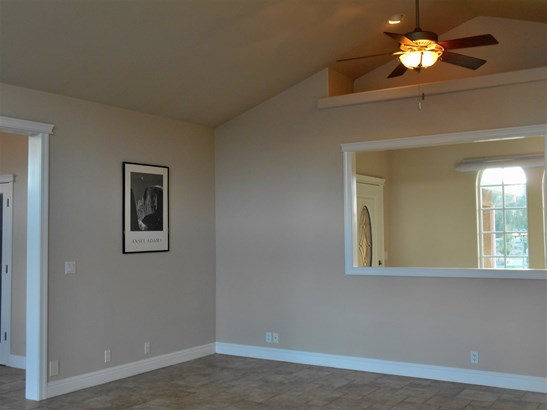 16730 Rossburg Place , Weed, CA - USA (photo 5)