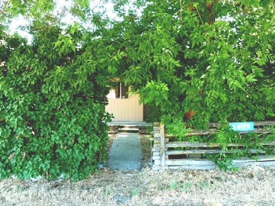 6812 First St , Greenview, CA - USA (photo 2)