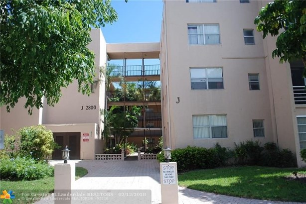 Condo/Co-op/Villa/Townhouse - Lauderdale Lakes, FL (photo 1)