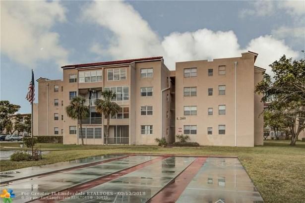 Condo/Co-op/Villa/Townhouse - Lauderdale Lakes, FL (photo 4)