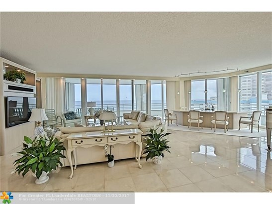 Condo/Co-op/Villa/Townhouse - Lauderdale By The Sea, FL (photo 4)