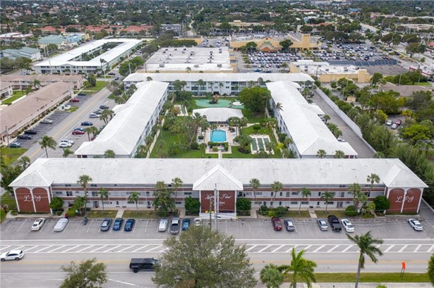 Condo/Co-op/Villa/Townhouse - Lighthouse Point, FL