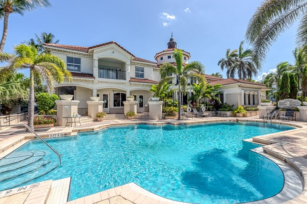 4+ Floors,Mediterranean, Condo/Coop - Boynton Beach, FL