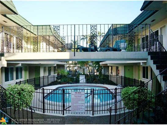 Condo/Co-Op/Villa/Townhouse, Condo 1-4 Stories - Fort Lauderdale, FL (photo 1)