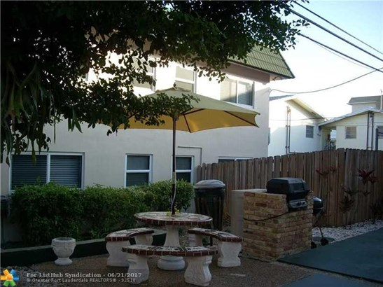 Condo/Co-Op/Villa/Townhouse, Condo 1-4 Stories - Fort Lauderdale, FL (photo 2)