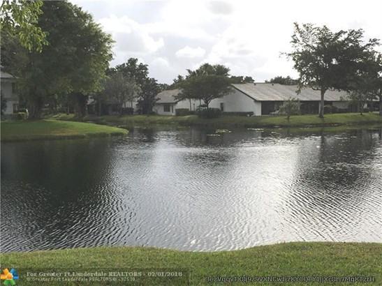 Condo/Co-op/Villa/Townhouse - Coconut Creek, FL (photo 1)