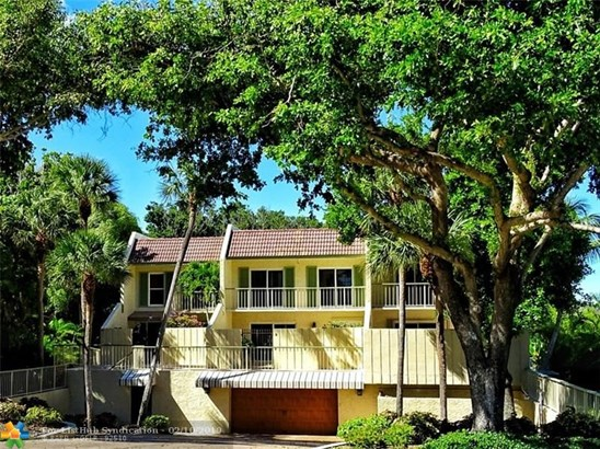 Condo/Co-op/Villa/Townhouse - Hillsboro Beach, FL