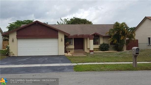 Single Family - Lauderhill, FL
