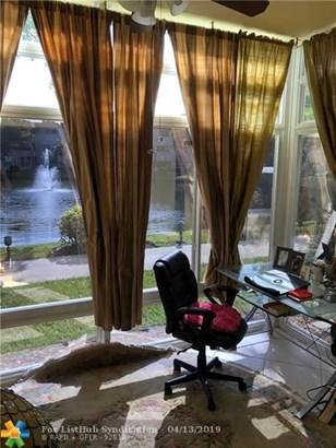 Condo/Co-op/Villa/Townhouse - Lauderdale Lakes, FL