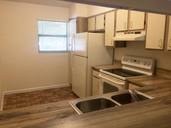 < 4 Floors,Multi-Level, Condo/Coop - Boca Raton, FL (photo 5)