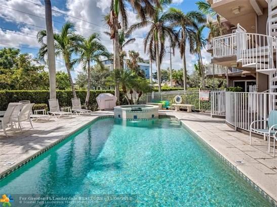 Condo/Co-op/Villa/Townhouse - Lake Worth, FL (photo 5)