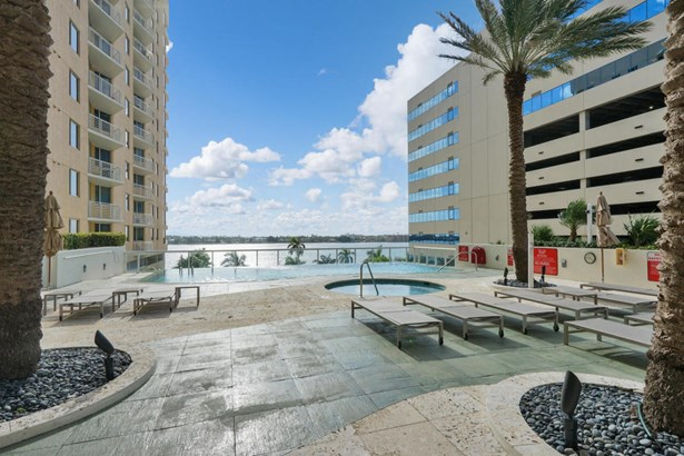 4+ Floors, Condo/Coop - West Palm Beach, FL