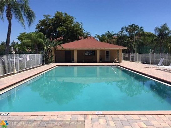 Condo/Co-op/Villa/Townhouse - Green Acres, FL (photo 1)