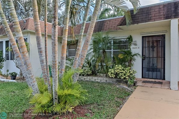 Condo/Co-op/Villa/Townhouse - Deerfield Beach, FL