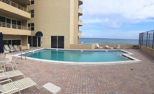 Condo/Coop - Highland Beach, FL (photo 2)