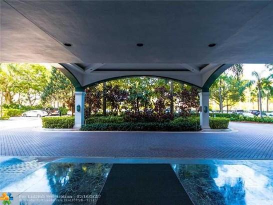 Condo/Co-Op/Villa/Townhouse, Condo 5+ Stories - Aventura, FL (photo 2)