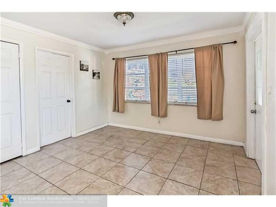 Pool Only, Single Family - Lauderdale Lakes, FL (photo 4)