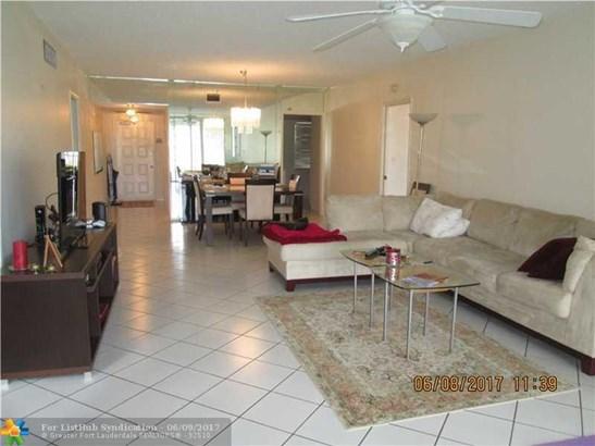 Condo/Co-Op/Villa/Townhouse, Condo 5+ Stories - Pompano Beach, FL (photo 2)