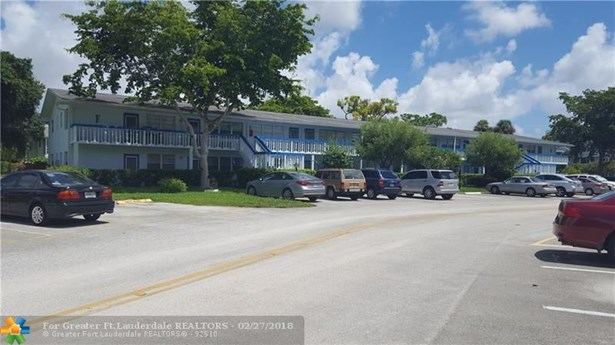 Condo/Co-op/Villa/Townhouse - Deerfield Beach, FL (photo 4)