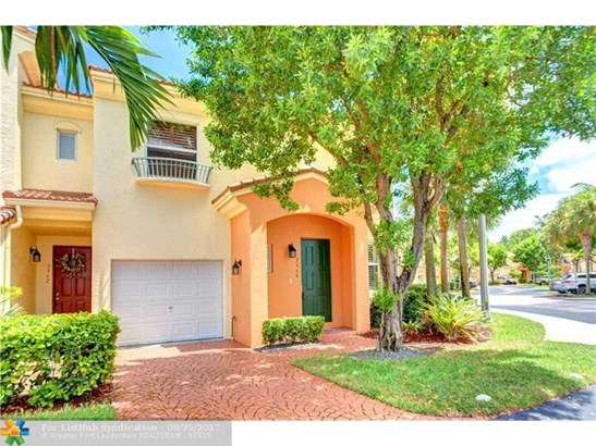 Condo/Co-op/Villa/Townhouse - Deerfield Beach, FL (photo 2)