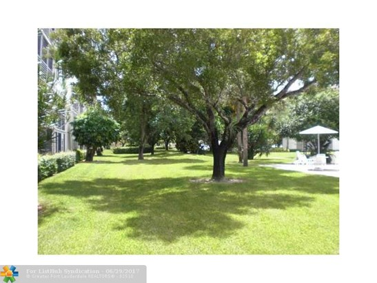 Condo/Co-op/Villa/Townhouse - Coconut Creek, FL (photo 1)