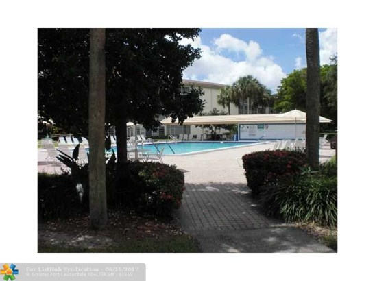 Condo/Co-op/Villa/Townhouse - Coconut Creek, FL (photo 3)