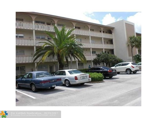 Condo/Co-op/Villa/Townhouse - Coconut Creek, FL (photo 4)