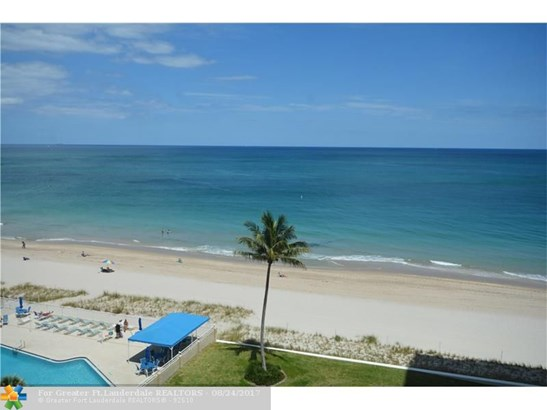 Condo/Co-op/Villa/Townhouse - Lauderdale By The Sea, FL (photo 3)