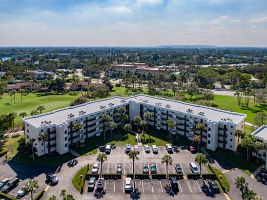 < 4 Floors, Condo/Coop - Deerfield Beach, FL