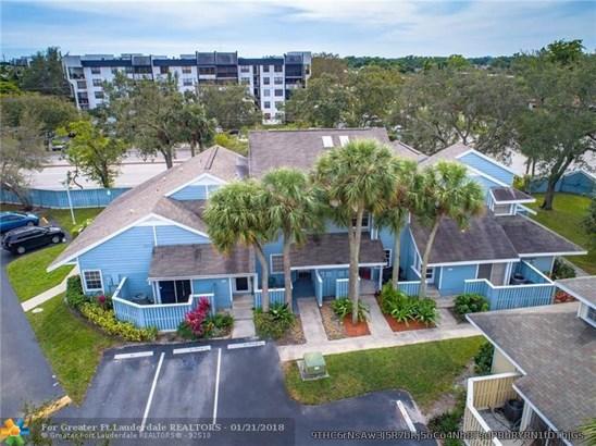 Condo/Co-op/Villa/Townhouse - North Lauderdale, FL (photo 1)