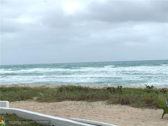 Condo/Co-op/Villa/Townhouse - Hillsboro Beach, FL